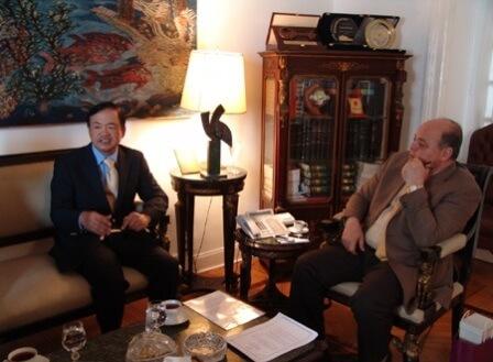 Bộ trưởng Bộ Văn hóa Ai Cập Mohammed Saber Arab tiếp Đại sứ Đào Thành Chung