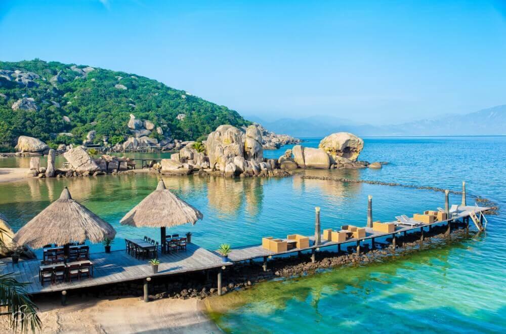 Nhà bè Trường Sa trải nghiệm lưu trú trên đảo Bình Hưng.